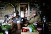 Cuộc sống nông trại yên bình, không sử dụng máy móc công nghiệp của đôi vợ chồng già