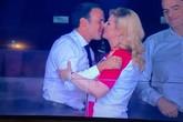 """Nữ tổng thống xinh đẹp có nụ hôn nhẹ nhàng với người đồng cấp khiến dân mạng """"phát sốt"""""""