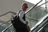 Thua trận ra sân bay về nước, hình ảnh quá điển trai của Cristiano Ronaldo vẫn khiến fan nữ ngất ngây