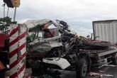 Nghệ An: Đâm vào đuôi xe đỗ bên đường, hai người trong xe tải thương vong