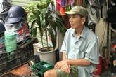 NSƯT Trần Hạnh vẫn bán giày, mũ bảo hiểm ở tuổi 89