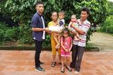 """Bạn đọc """"góp gạo"""" nuôi 3 đứa trẻ không cha mẹ ở Vĩnh Phúc"""