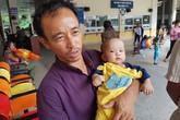 Rớt nước mắt nhìn bé 5 tháng tuổi chống chọi với tử thần