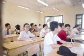 """Tuyển sinh vào lớp 10 tại Hà Nội: Điểm chuẩn giảm mạnh, phụ huynh vẫn """"ngóng"""" hạ"""