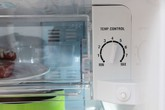 Tại sao tủ lạnh lại có 2 nút điều chỉnh nhiệt độ?