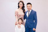 Chồng con hạnh phúc chúc mừng Dương Thùy Linh đăng quang Mrs Worldwide