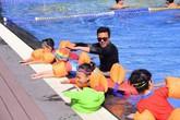 """Cư dân nhí Vinhomes và """"đặc quyền"""" học bơi miễn phí giữa mùa hè"""