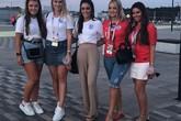 Vợ, người yêu các tuyển thủ Anh mừng chiến thắng tại World Cup