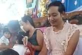 Bố đơn thân mặc váy để con báo hiếu nhân 'Ngày của mẹ' ở trường