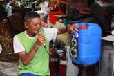 'Phù thủy rác thải' với kho ve chai độc nhất khiến người Sài Gòn giật mình
