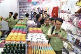 """Vụ Con Cưng bị tố cắt nhãn cũ, thay tem """"made in Thailand"""": Người tố cáo dọa kiện ra tòa"""