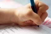 Tranh luận về việc cô giáo tát trẻ vì viết bằng tay trái