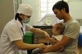 """Có phải con sinh non thì nên """"kiêng"""" tiêm vaccine?"""