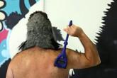 Thành triệu phú nhờ dao cạo lông lưng