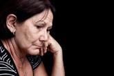 Đến viện chăm mẹ, vợ tôi thốt ra những câu mà ai cũng phải nổi giận