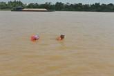 Cụ ông 84 tuổi, 25 năm bơi vượt sông Hồng