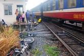 Bị tàu tông chết khi cố lái xe vượt đường sắt