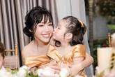 Cô bé lai đáng yêu Cadie Mộc Trà nay đã lớn và xinh đẹp bên mẹ Elly Trần trong tiệc sinh nhật 4 tuổi