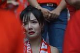 CĐV nữ rơi lệ khi Olympic Việt Nam vuột tấm HCĐ ASIAD