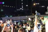 Noo Phước Thịnh toát mồ hôi vì fan phấn khích, vây kín đến tắc đường Hà Nội
