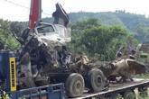 Tài xế xe bồn hai lần đánh lái tránh xe khác  trước khi đâm xe khách