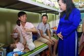 Bộ trưởng Bộ Y tế thăm bệnh nhân nghèo bị ảnh hưởng vụ cháy kinh hoàng cạnh BV Nhi Trung ương