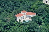 Ngôi nhà xuống cấp, cũ kĩ, không có nội thất đắt tiền nhưng lại rao bán giá 466 triệu USD