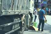Va chạm với xe tải, nữ sinh viên trường y chết thảm