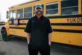 Những giáo viên lái xe buýt, làm bồi bàn ngoài giờ giảng