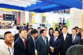 Phó Thủ tướng Vương Đình Huệ thăm gian hàng TH tại Trung Quốc