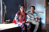 Người đàn ông cụt 2 tay, 1 chân, mù 1 mắt vượt lên số phận nuôi vợ bại liệt và con thơ
