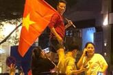 Đàm Vĩnh Hưng, Mỹ Tâm phấn khích lao ra đường mừng U23 Việt Nam chiến thắng