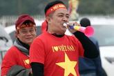 Hàng nghìn CĐV ùn ùn kéo về SVĐ Mỹ Đình sớm, cháy hết mình cùng đội tuyển Việt Nam