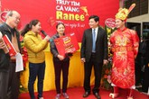 Chủ nhân đầu tiên của cặp Cá vàng Ranee đã xuất hiện tại Hà Nội