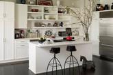 Tủ bếp đơn giản nhưng khiến không gian bếp đẹp và sang đến không ngờ