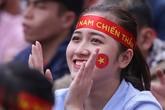 Đại học, ký túc xá Sài Gòn 'xả cửa' cho sinh viên cổ vũ U23 Việt Nam