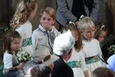 Những bức ảnh 'đốn tim' fan của các em bé hoàng gia Anh