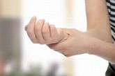 Run tay ở người trẻ có phải do bệnh lý?