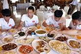 Cầu thủ Việt Nam uống sâm bồi bổ thể lực, chuyên gia nói tốt nhưng có người không nên dùng