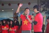 Tổ chức xem đá bóng, cả trường ngỡ ngàng phát hiện phụ huynh là cựu danh thủ lừng lẫy Việt Nam cũng có mặt