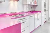 """Nhà bếp màu hồng mang đến """"hương vị"""" mới lạ cho nơi nấu nướng của gia đình"""