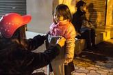 """Trải nghiệm 1 đêm cùng nhóm thiện nguyện """"bình dân"""" mang nụ cười đến cho những người vô gia cư Hà Nội"""