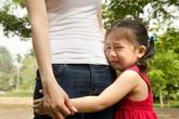 """Lạm dụng tình cảm trẻ em - Bệnh dịch thầm lặng trong gia đình (5): Những biểu hiện ở trẻ """"tố"""" cha mẹ đã lạm dụng con cái bằng lời nói"""