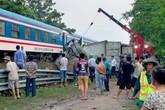 Qua đường sắt không quan sát, container bị tàu hỏa tông gãy đôi