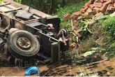 Hà Nội: Sau va chạm giao thông, xe công nông lao xuống mương đè chết 2 người