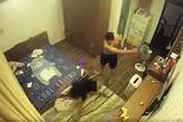 Chồng 'hờ' lột đồ vợ, ghì chặt đầu xuống sàn nhà rồi đánh đập trước mặt người giúp việc và con nhỏ