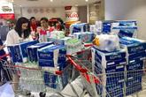 """Viwasupco chưa hẹn ngày cấp nước trở lại, dân Hà Nội """"săn lùng"""" từng lít nước đóng chai"""