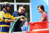 """Vụ nước có mùi hôi ở Hà Nội: Viwasupco đã """"qua mặt"""" khách hàng như thế nào?"""