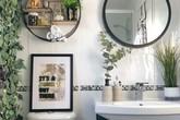 Phòng tắm đơn điệu màu trắng đẹp lung linh trong phút chốc khi decor với cây xanh