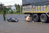 Nam sinh lớp 11 tử vong sau va chạm với xe tải